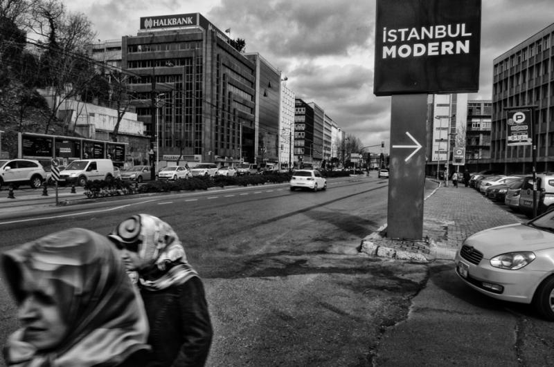 Door de Turkse AK Partij georganiseerde activiteiten op het Taksim plein in Istanbul vanwege Internationale Vrouwendag in aanwezigheid van de Burgemeester van Beyoglu ( Istanbul )